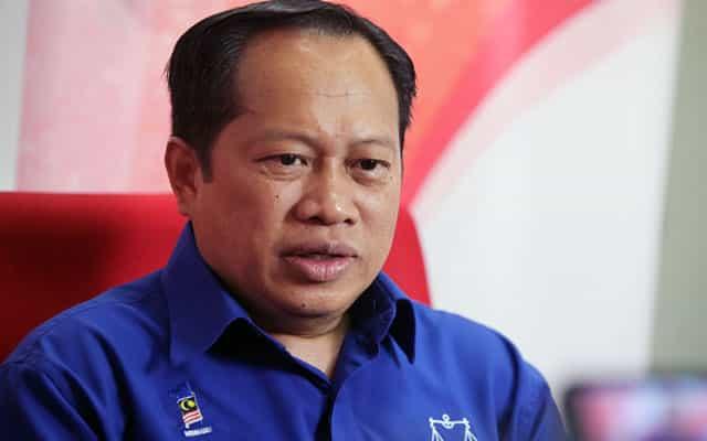 Panas !!! Umno masih kunci mulut sokong Anwar atau tidak
